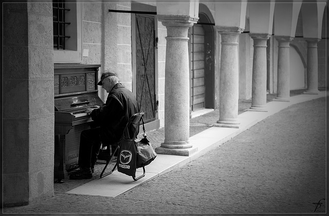 Lonely Piano Player