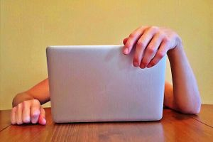 laptop-writer-discouraged-2